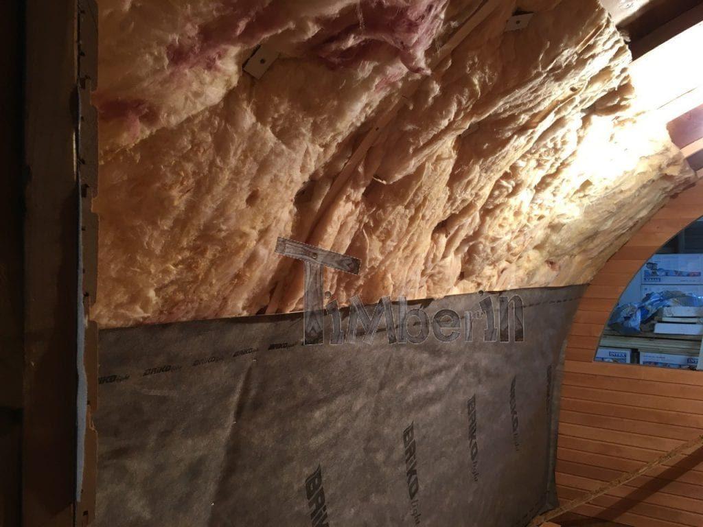 Die Anbringung Der Mineralwolle Und Die Dampfschicht Aus Dem Inneren Der Sauna