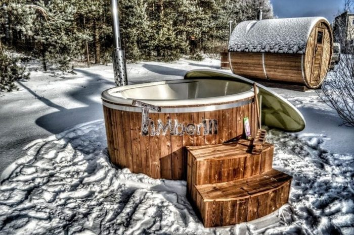 Badetonne-Badezuber-Badebottich-Badefass-im-Winter-700x466 Badezuber - Badefass - Badetonne - Badebottich - Hot Tubes für Ihren Garten!