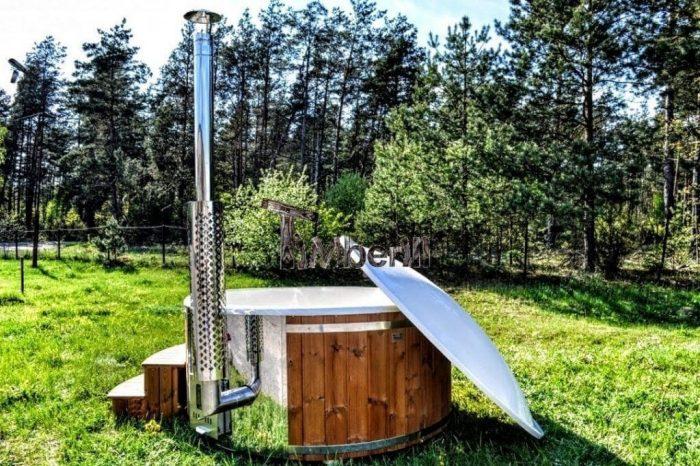 Badetonne-Badezuber-Badebottich-Badefassfinnisch-mit-Holzofen-700x466 Badezuber - Badefass - Badetonne - Badebottich - Hot Tubes für Ihren Garten!