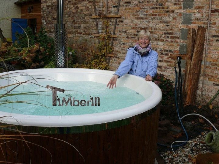 fiberglas ausgekleidete hot tub mit integriertem brenner thermoholz wellness royal herbert. Black Bedroom Furniture Sets. Home Design Ideas