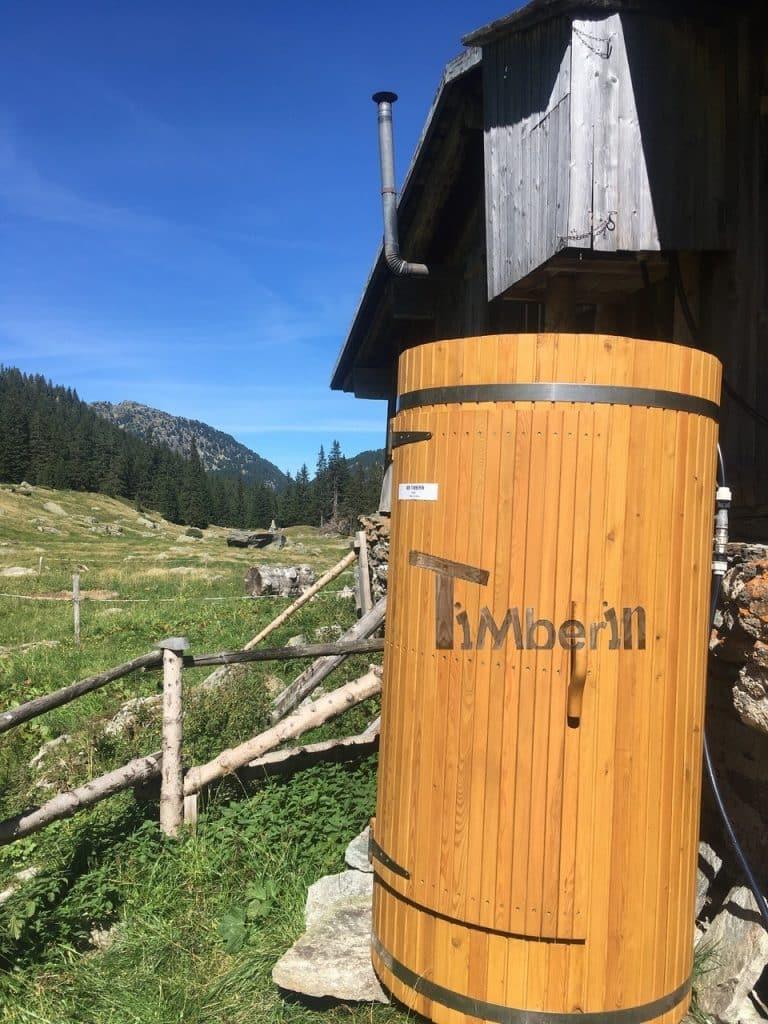 Outdoor-Holzdusche-für-Sauna-oder-Whirlpool-Christjohannes-Sufers-Schweiz-6 Bewertungen - Erfahrung TimberIN
