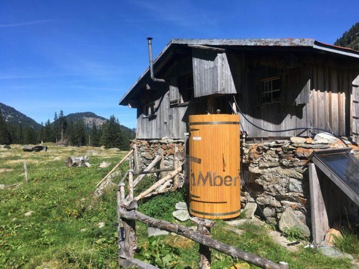Outdoor-Holzdusche-für-Sauna-oder-Whirlpool-Christjohannes-Sufers-Schweiz-7-700x525 Outdoor-Holzdusche für Sauna oder Whirlpool, Christjohannes, Sufers, Schweiz