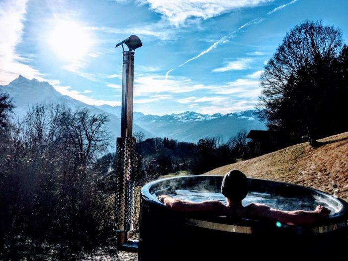 Badefass-GFK-scaled-700x525 Badezuber - Badefass - Badetonne - Badebottich - Hot Tubes für Ihren Garten!