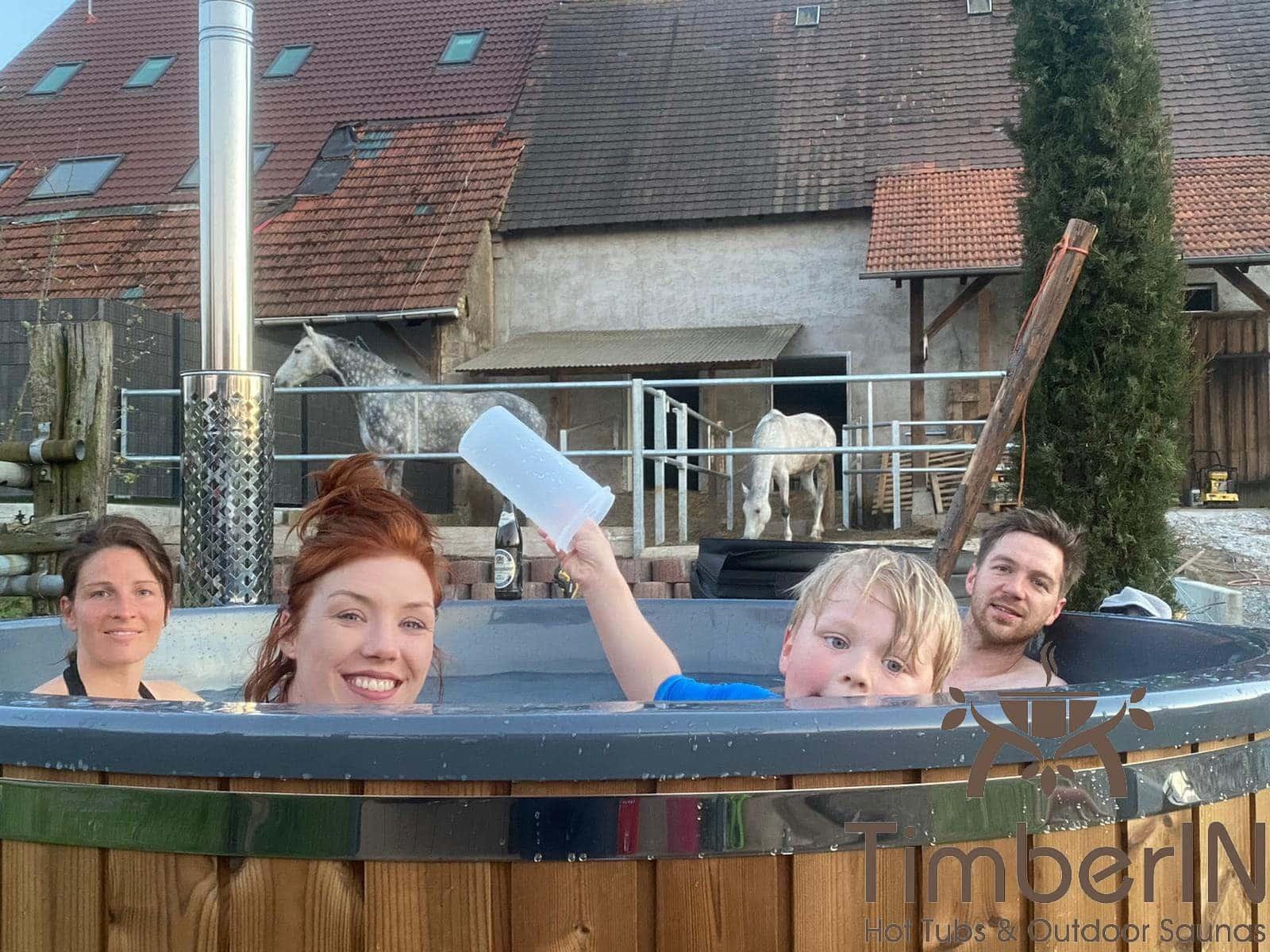 Badezuber Badefass Hot Tube mit Whirlpool Holzofen TimberIN Rojal Christian Graben Neudorf Deutschland 1