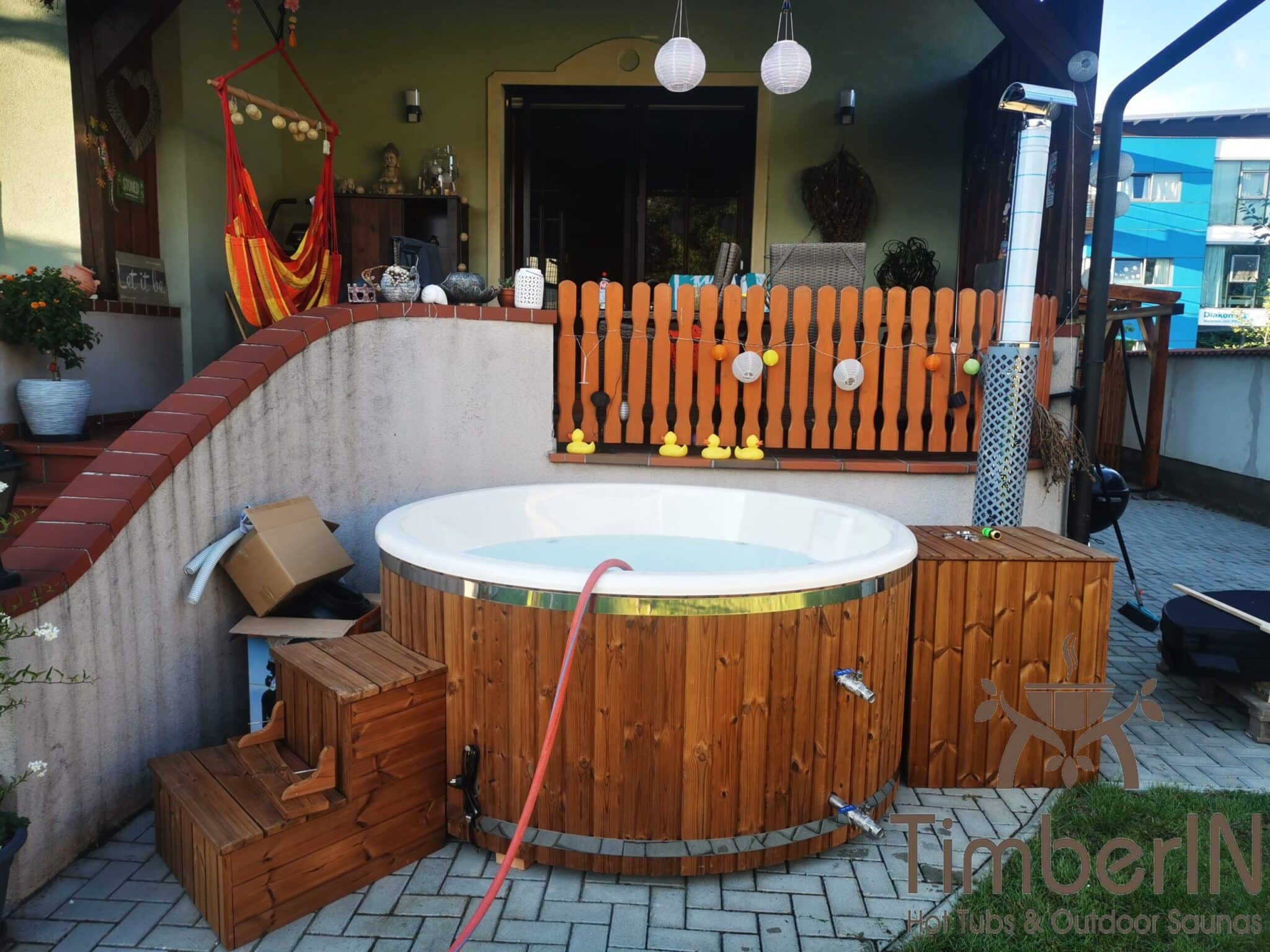 Badezuber Badefass Hot Tube mit Whirlpool Holzofen TimberIN Rojal Andreas Gols Oesterreich 1 scaled