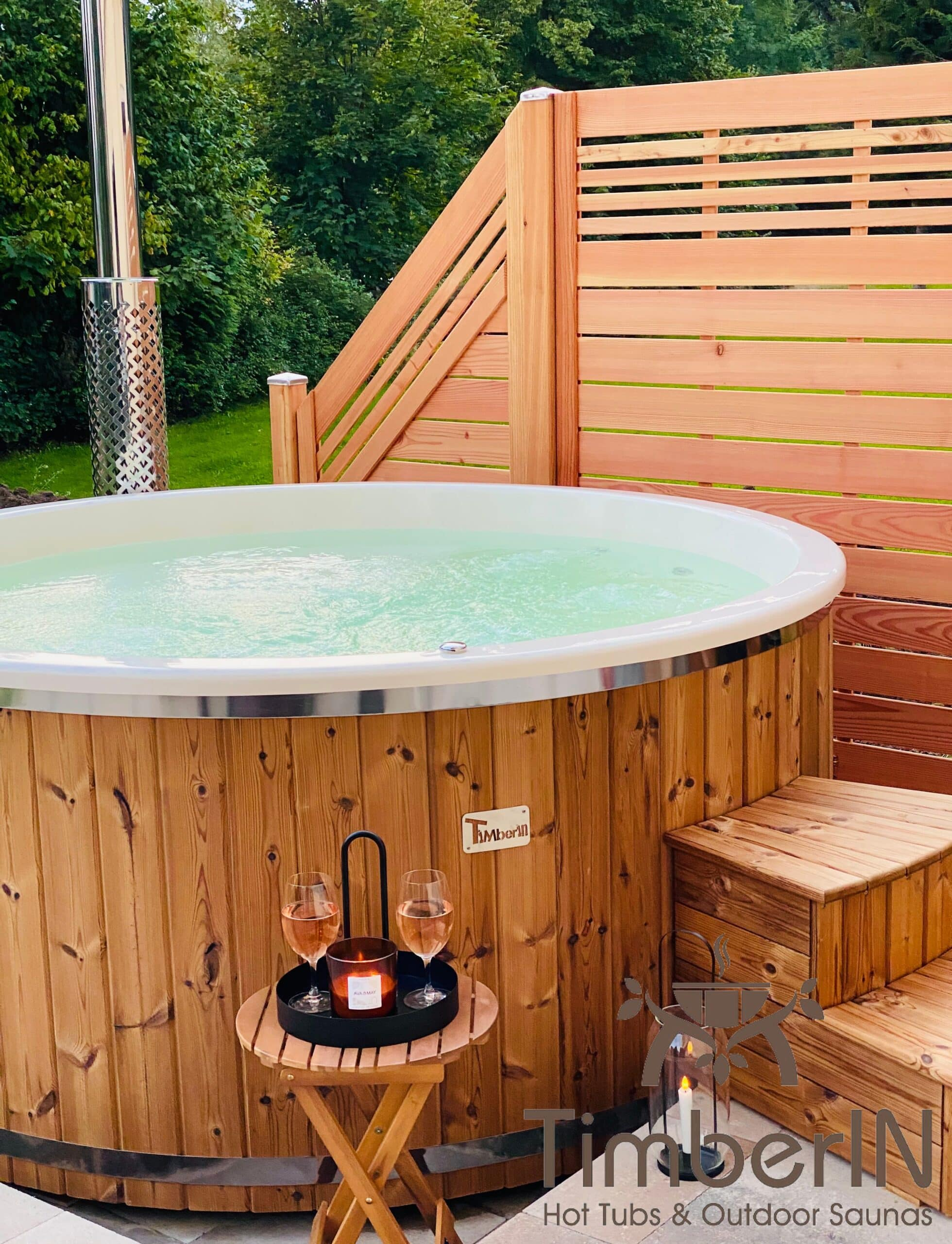 Badezuber Badefass Hot Tube mit Whirlpool Holzofen – TimberIN Rojal 2 2 scaled