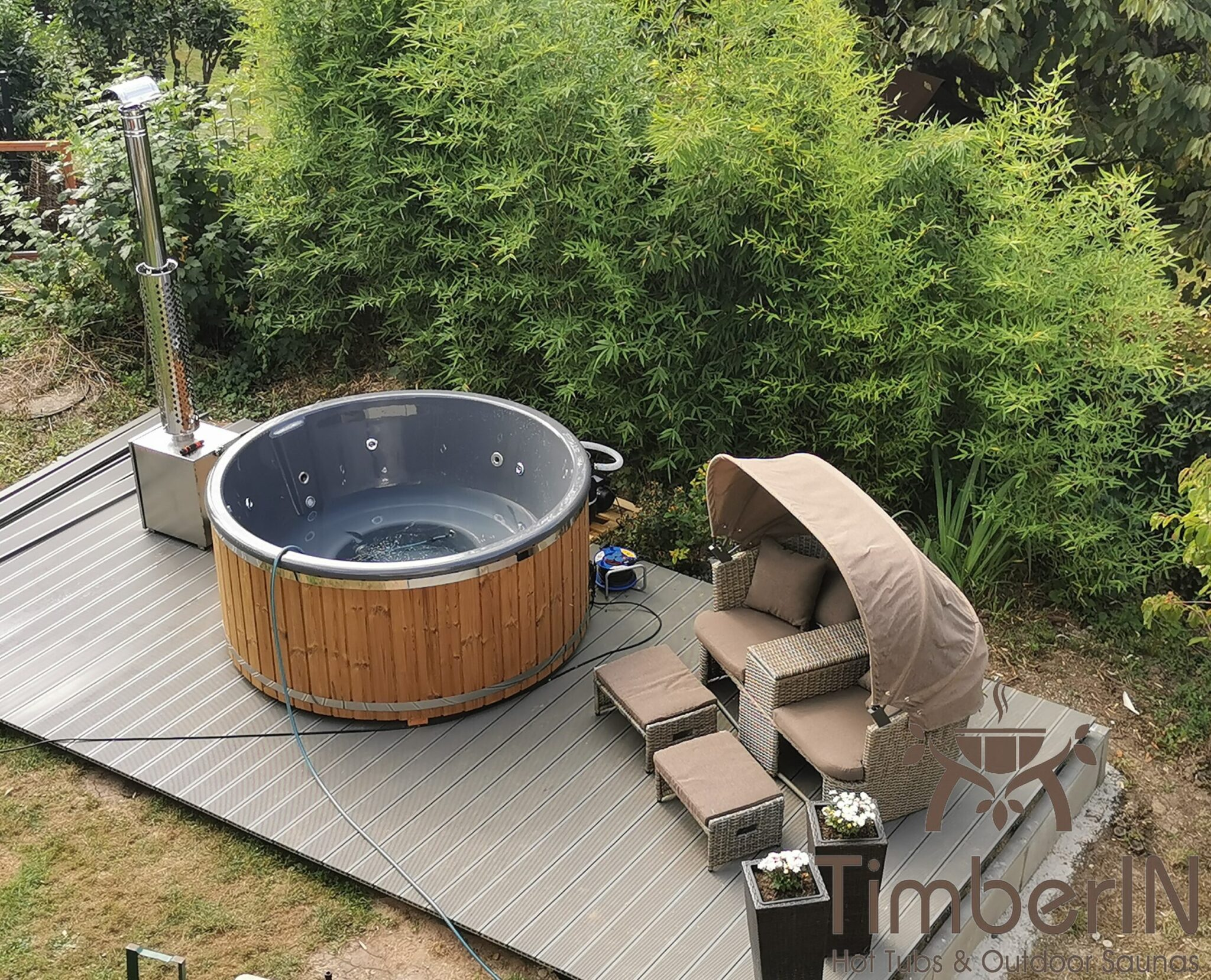 Badezuber Badefass Hot Tube mit Whirlpool Holzofen TimberIN Rojal Andrea Wehr Deutschland 3 scaled